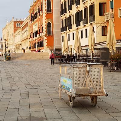 Müllkarren an der Riva degli Schiavon