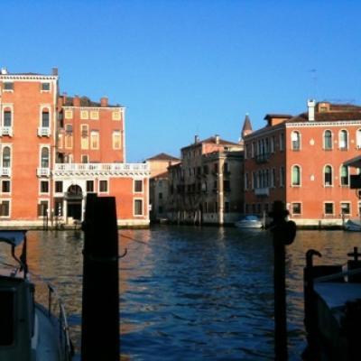 Führung Canal Grande in Venedig: Die Wohnung von Commissario Brunetti