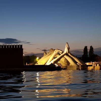 Biennale 2019, Lorenzo Quinn, Hände