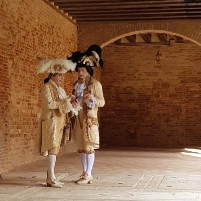 Masken im Kreuzgang von San Francesco