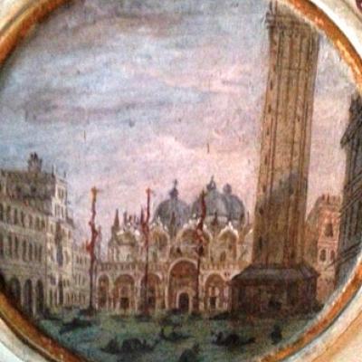 Blick auf den Markusplatz mit Acqua Alta und Gondeln