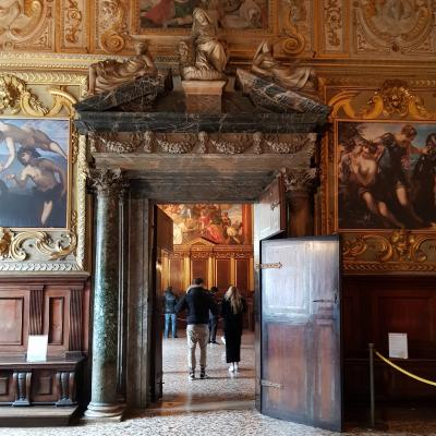 Blick vom Anticollegio in den Raum des Staatesrates, Collegio