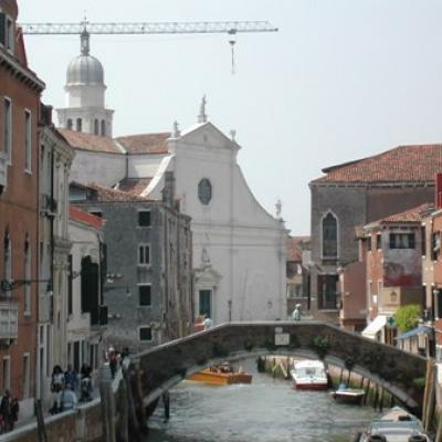 Blick auf die Kirche Sant Angelo Raffaele