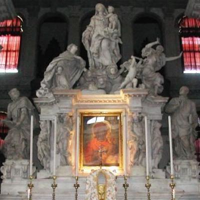 die Pest wird aus Venedig vertrieben - Figurengruppe in der Kirche Santa Maria della Salute