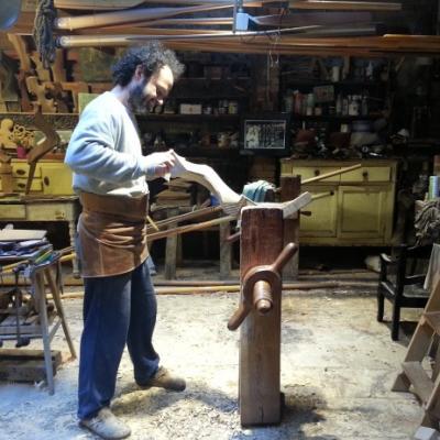Der venezianische Tischler Paolo Brandolisio schnitzt Rudergabeln und Ruder in seiner Werkstatt in Castello.