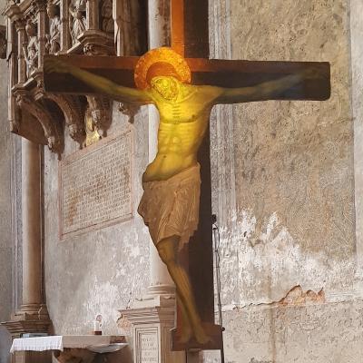 Kreuzigung in der Apsis der großen Franziskanerkirche