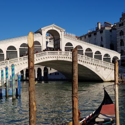 Rialtobrücke über den Canal Grande von San Polo aus gesehen