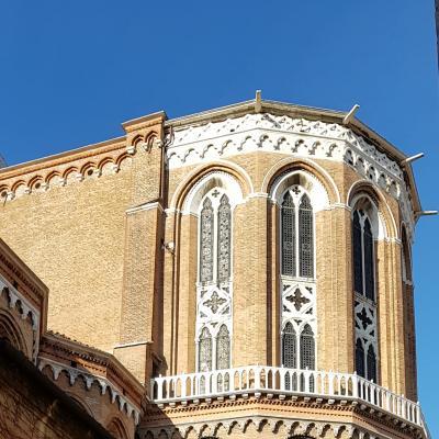 die mächtige Apsis der Kirche San Giovanni e Paolo