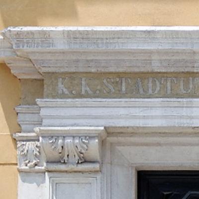 Inschrift auf dem Türsturz des Palazzo Loredan am Campo Santo Stefano