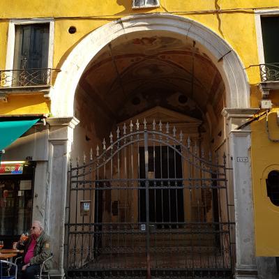 verstecktes Portal von San Giovanni Elemosinario