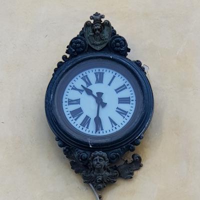 eine der vielen Uhren im öffentlichen Raum