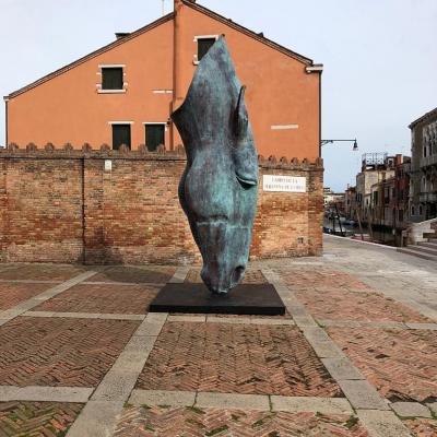 bronzener Pferdekopf von Nic Fiddiangrenn, Biennale 2019