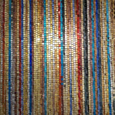 hunderte kleiner farbiger Glassteinchen