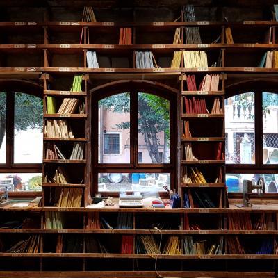 Glasbibliothek der Firma Orsoni