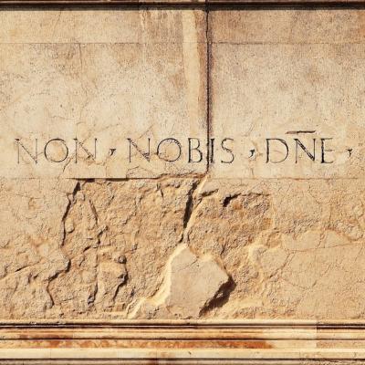 rätselhafte Inschrift am Palast der Vendramin Calergi