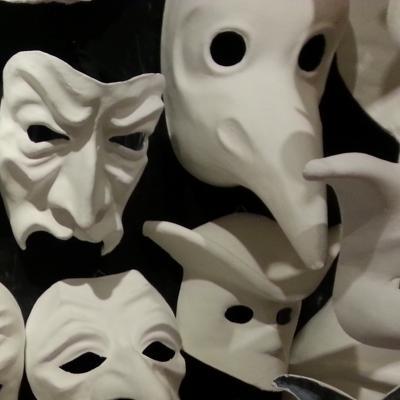 la maschera del medico della peste con il becco lungo
