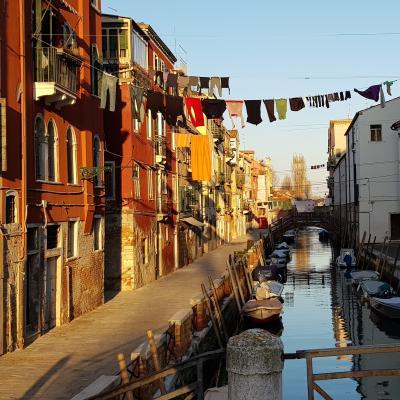 eine der vielen Brücken in Venedig bei S. Isepo