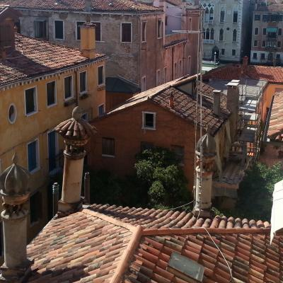 vista sui tetti e le terrazze dei veneziani
