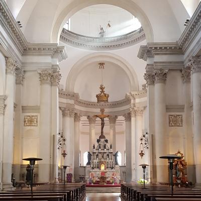 Blick in der Innenraum der Erlöserkirche
