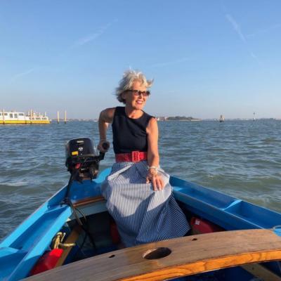 guida turistica Susanne Kunz nella sua barca