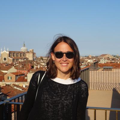 Stadtführerin Isabel Saponaro vor der Kirche San Giovanni e Paolo