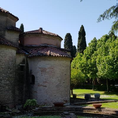 Apsis S. Francesco Deserto im grünen Garten