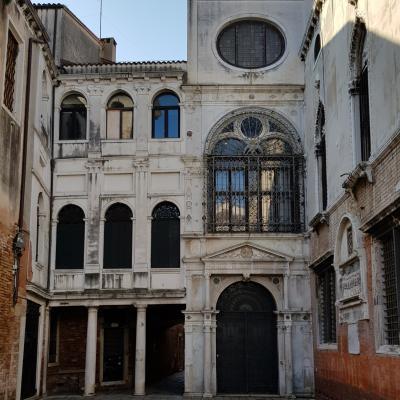 Fassade des Verbandsgebäudes nach Entwürfen von Mauro Codussi