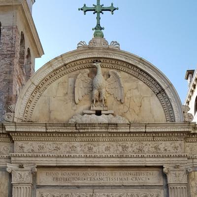 Portal zur Johannesbruderschaft mit Adler, Symbol des Evangelisten Johannes