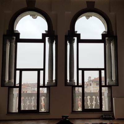 Fenster der Ca Pesaro im Piano Nobile