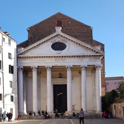 Fassade der Kirche San Nicolo dei Tolentini