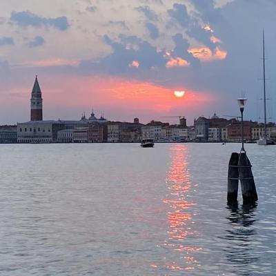 Sonnenuntergang über dem Hafenbecken