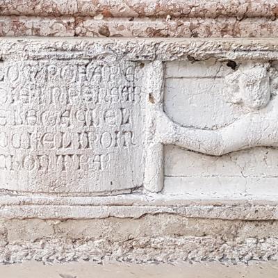 Porta della Carta, documento scritto in pietra